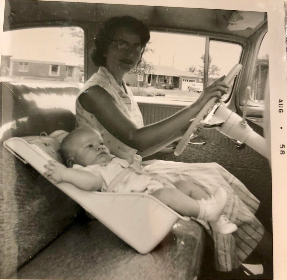 https://www.reddit.com/r/OldSchoolCool/comments/87aar5/car_seat_safety_in_1958_not_strapped_in_to/