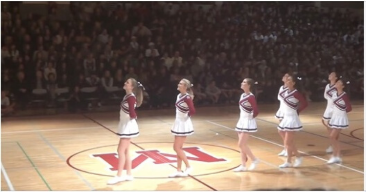 Cheerleader S Optical Illusion Dance Routine Will Go Down In
