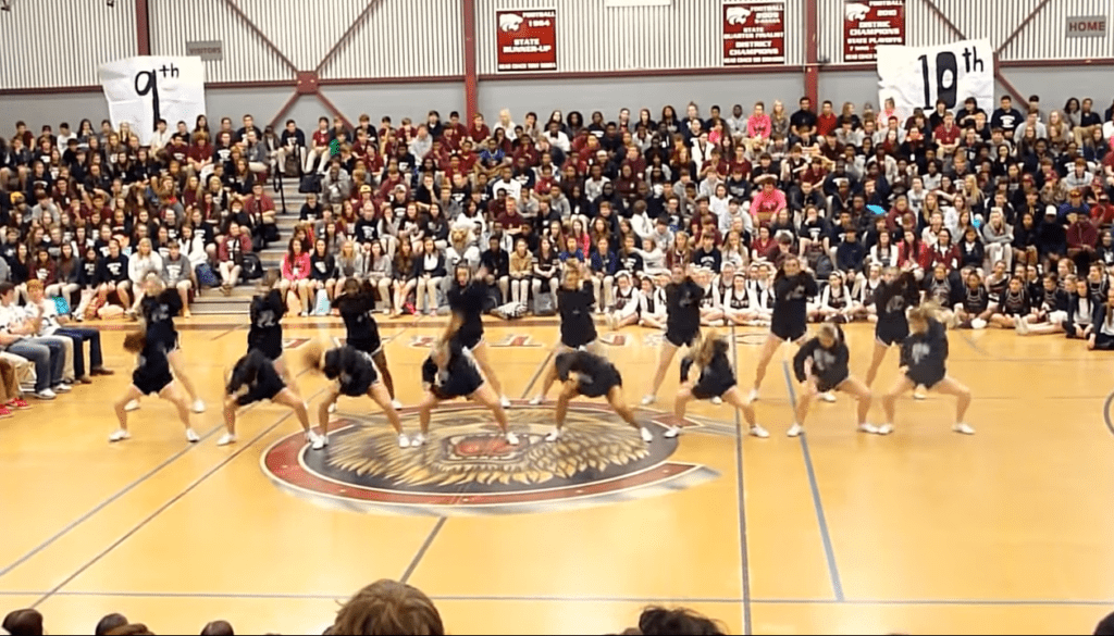 Central High School Cheerleading Squad Girls Dances Amazingly
