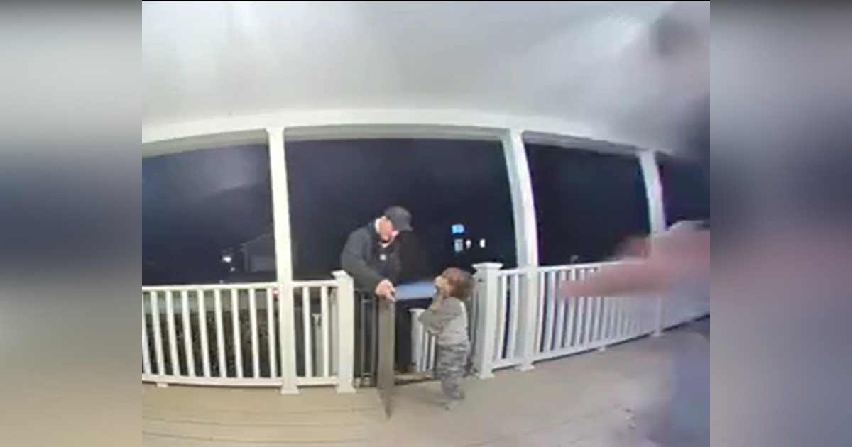 https://rumble.com/v8vc1b-grieving-delivery-man-gets-beautiful-gift-when-toddler-rushes-out-to-hug-hi.html