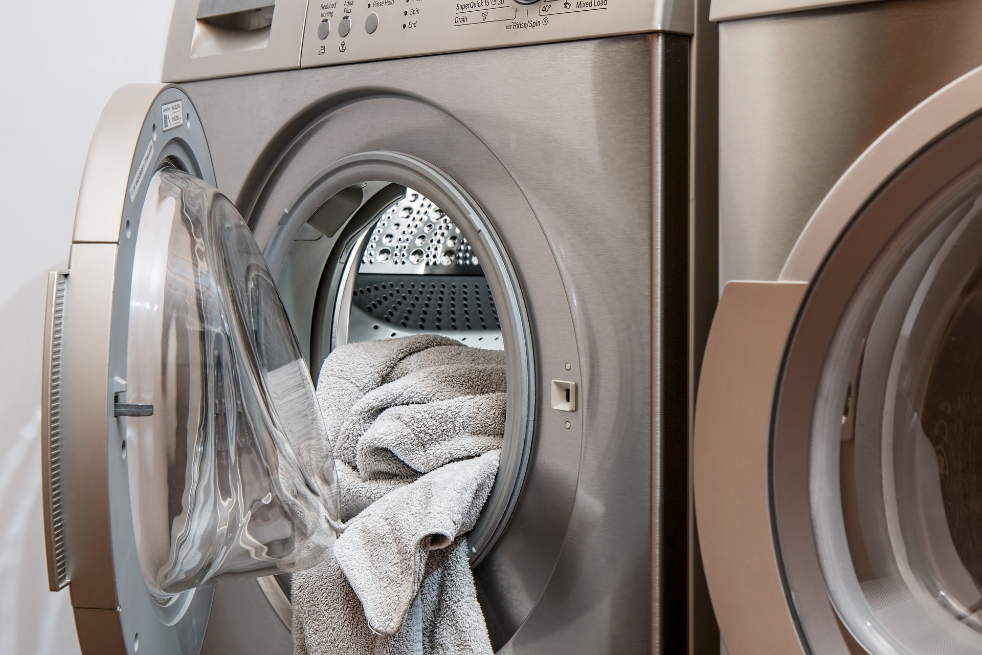 https://pixabay.com/photos/washing-machine-laundry-tumble-drier-2668472/