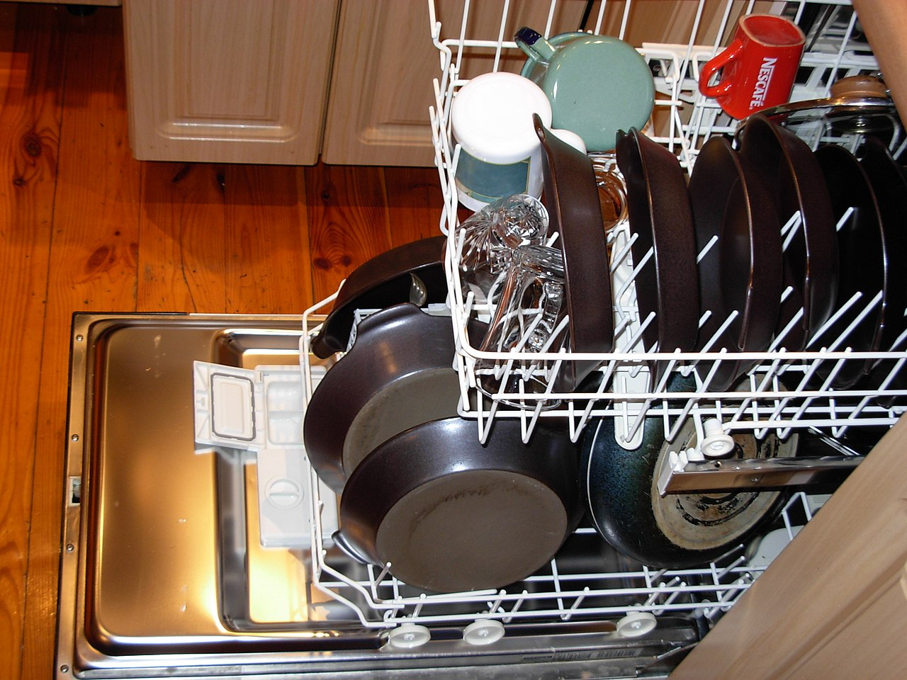 https://commons.wikimedia.org/wiki/File:Dishwasher_with_dishes.JPG