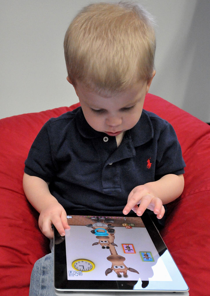 https://commons.wikimedia.org/wiki/File:Child_with_Apple_iPad.jpg