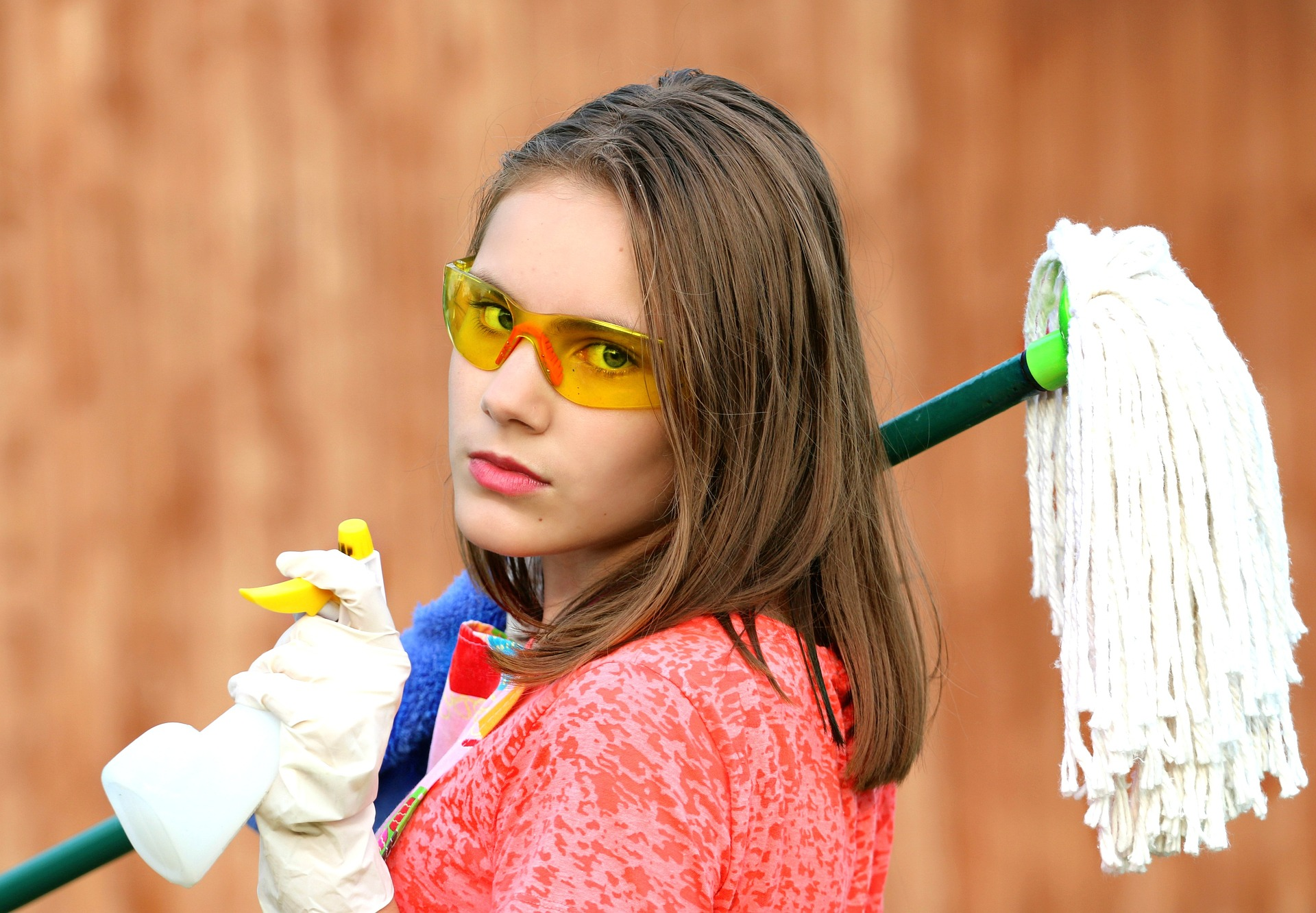 https://pixabay.com/photos/girl-glasses-mop-cleaning-clean-1531575/