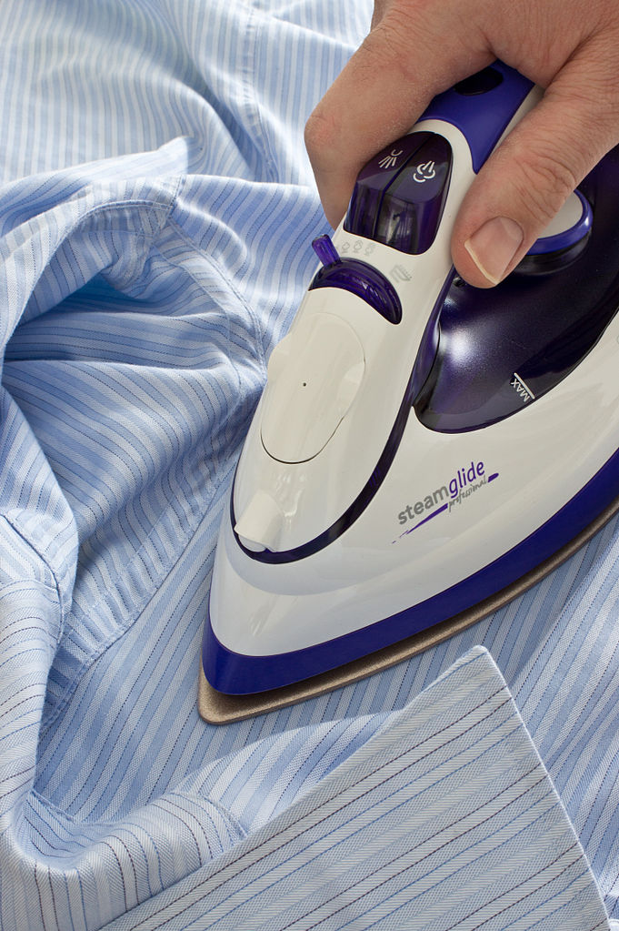 https://commons.wikimedia.org/wiki/File:Ironing_a_shirt.jpg