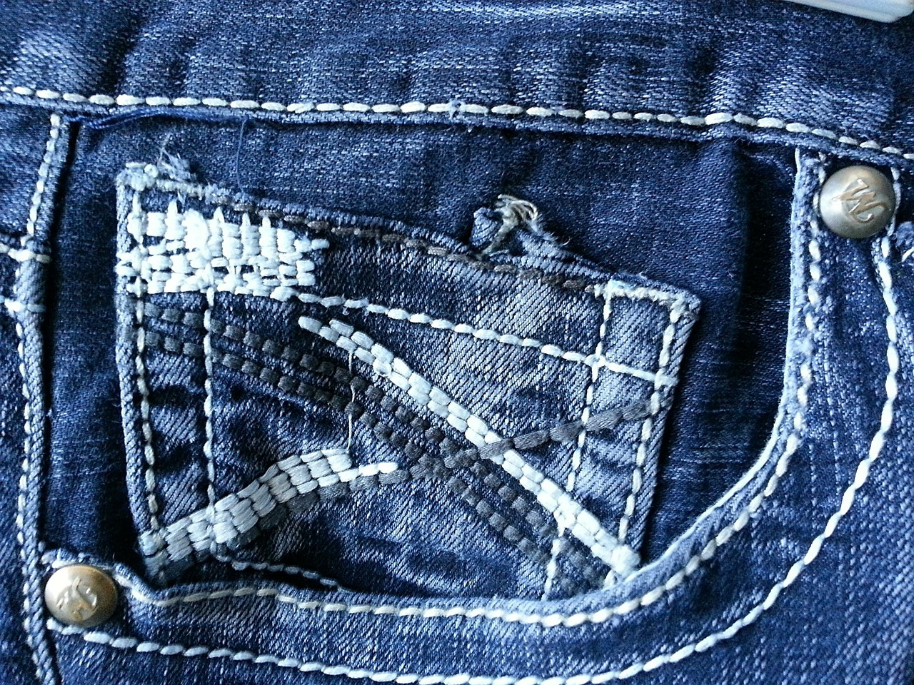 https://pixabay.com/photos/jeans-pocket-clothing-attire-blue-315173/