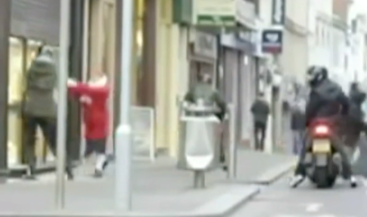 https://www.express.co.uk/videos/5090630734001/78-year-old-fights-off-three-teenage-robbers