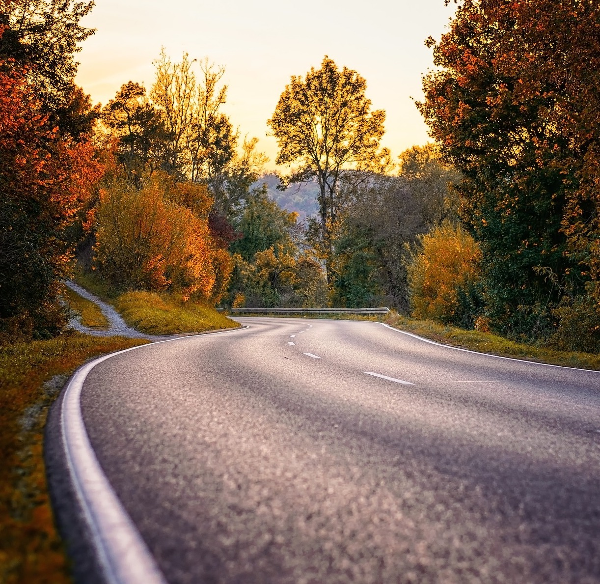 https://pixabay.com/photos/road-curve-s-curve-asphalt-route-3777610/