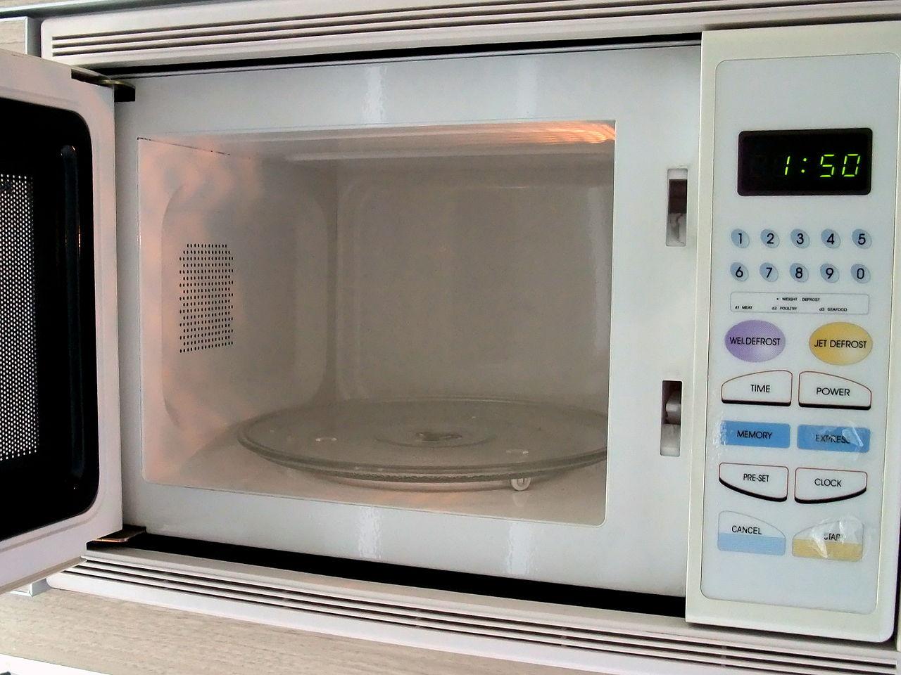 https://commons.wikimedia.org/wiki/File:Microwave_oven_(interior).jpg