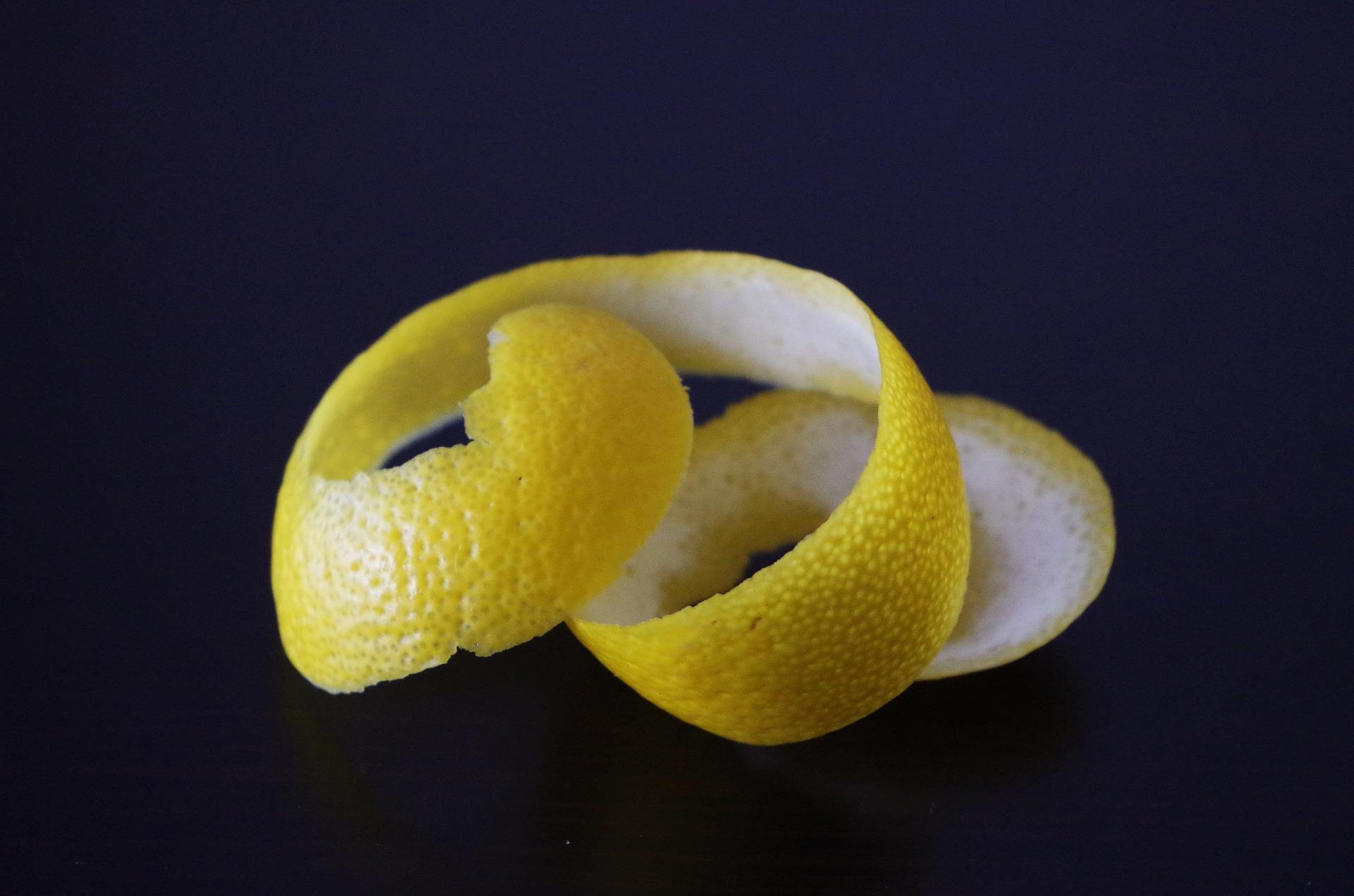 https://pixabay.com/photos/lemon-lemon-peel-peeled-citrus-1313643/