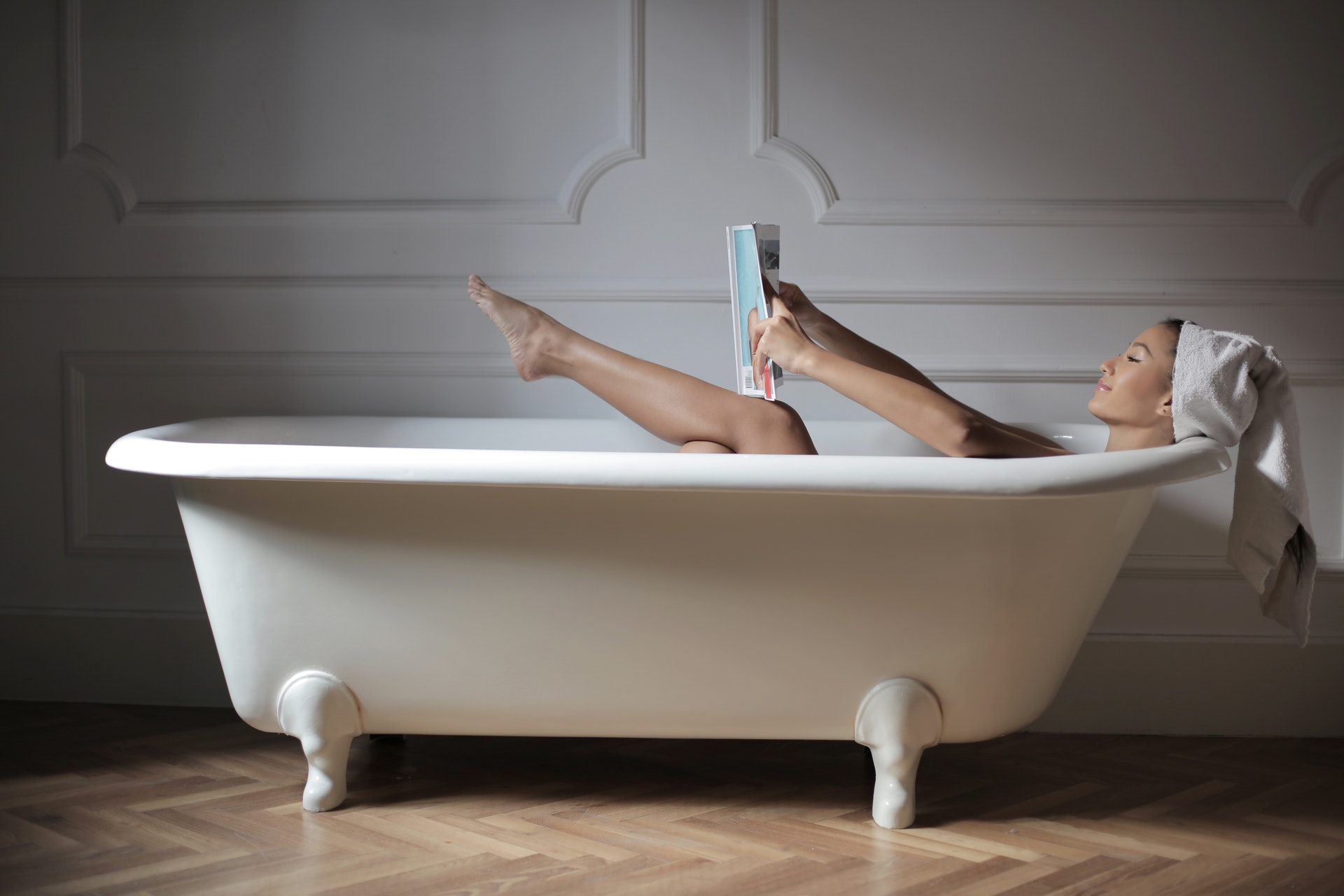 https://www.pexels.com/photo/person-in-bathtub-reading-magazine-3973164/