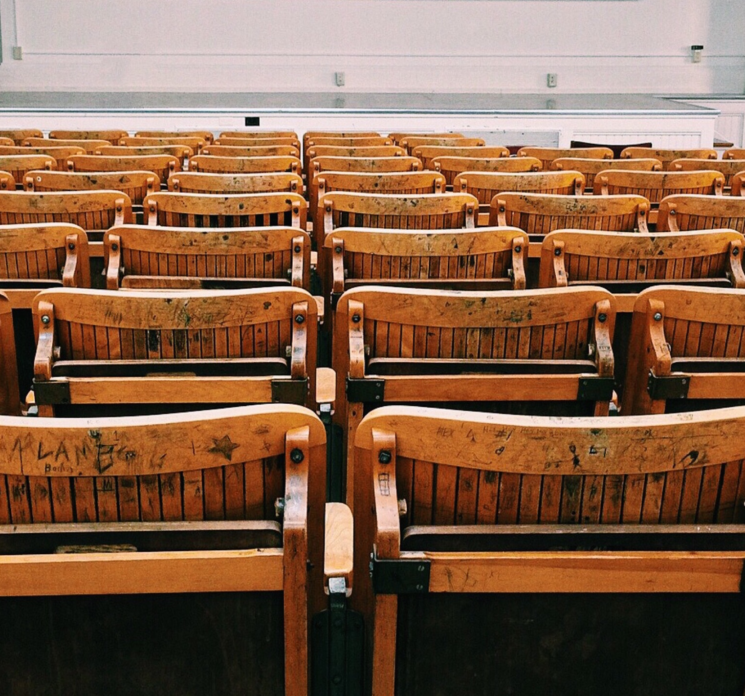 https://www.pexels.com/photo/auditorium-benches-chairs-class-207691/