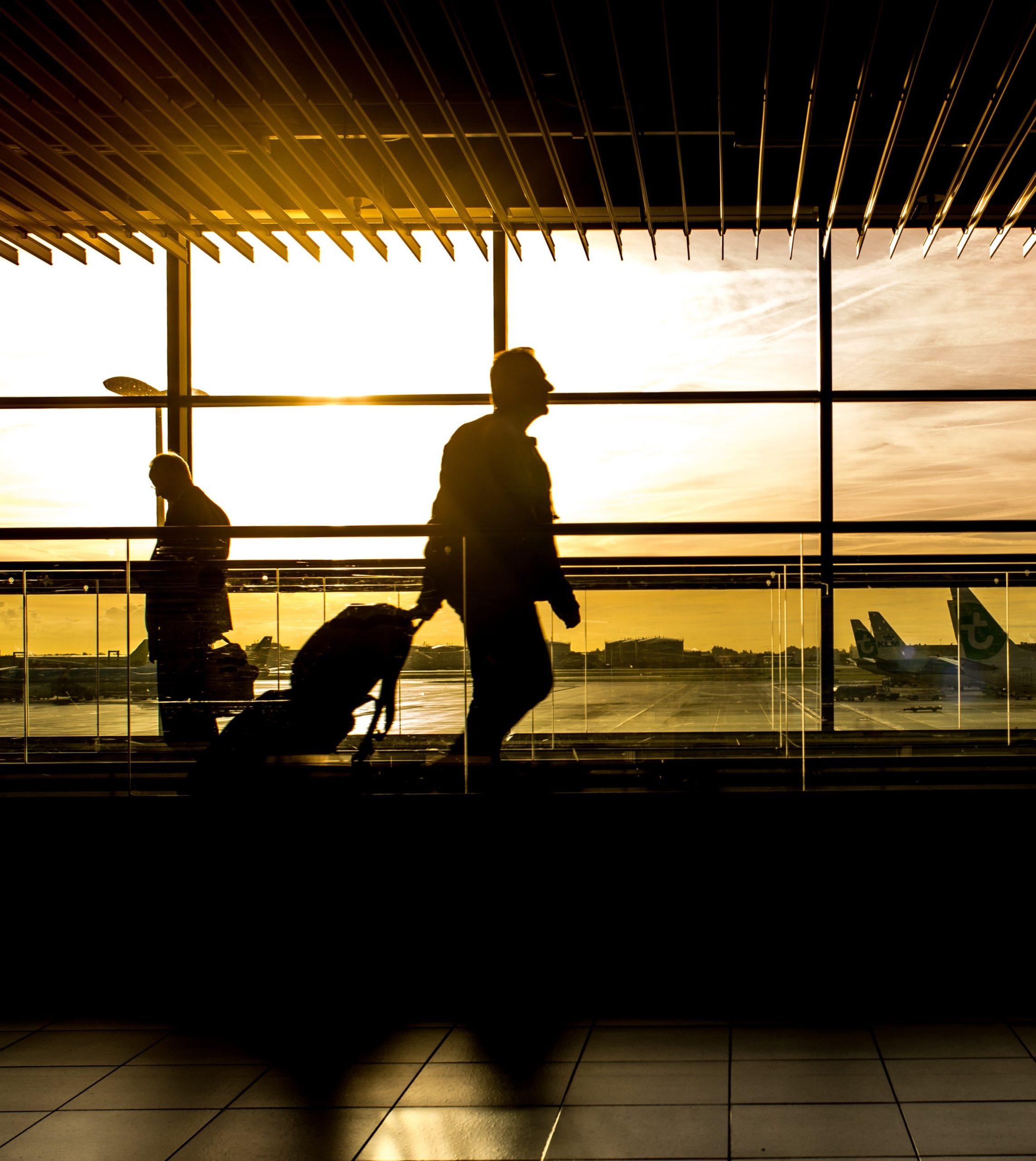 https://www.pexels.com/photo/silhouette-of-person-in-airport-227690/
